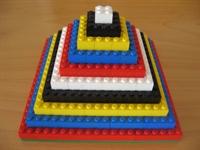 בניית פירמידות