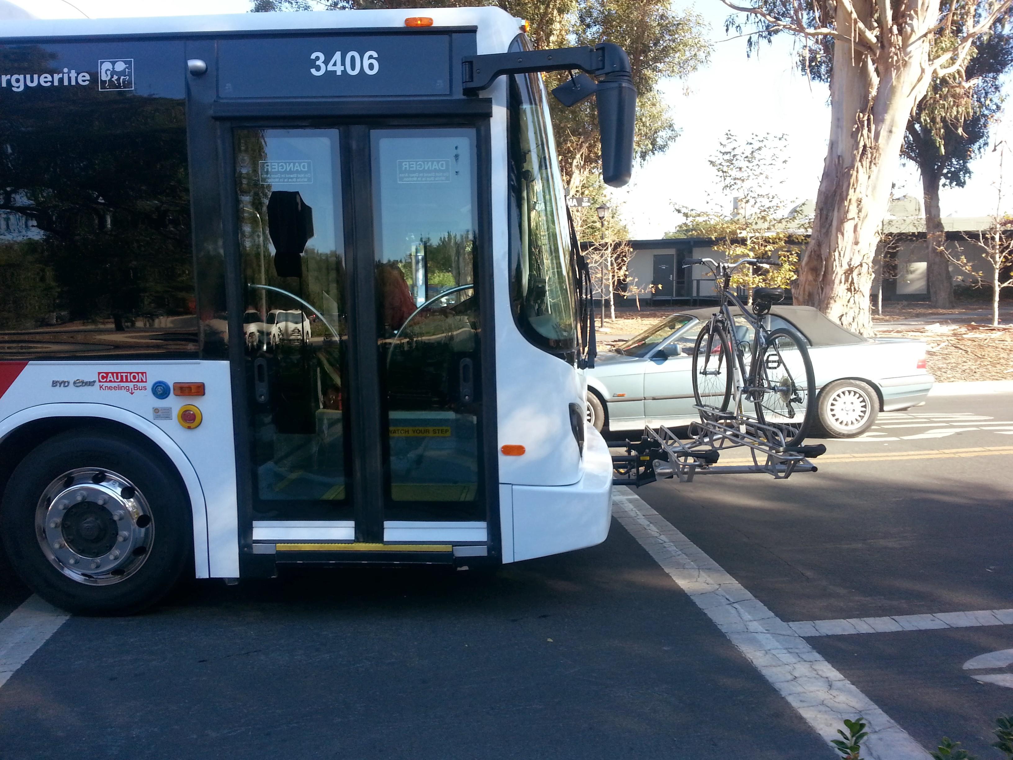 אוטובוס לוקח אופנים.jpg